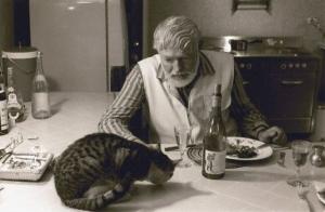 Ernest-Hemingway-having-diner-with-a-cat